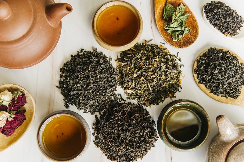 Czarna herbata na płukankę do włosów